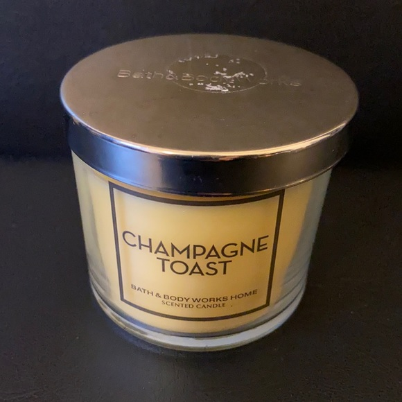 🆕 CHAMPAGNE TOAST Bath & Body Works Candle!